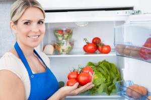 Eliminare i cattivi odori dal frigorifero e risparmiare