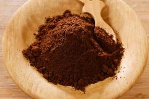 Come utilizzare i fondi del caffè per risparmiare