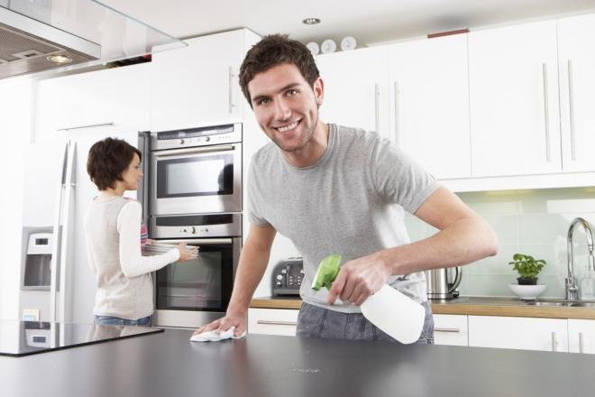 [come fare le pulizie con i prodotti naturali e risparmiare]