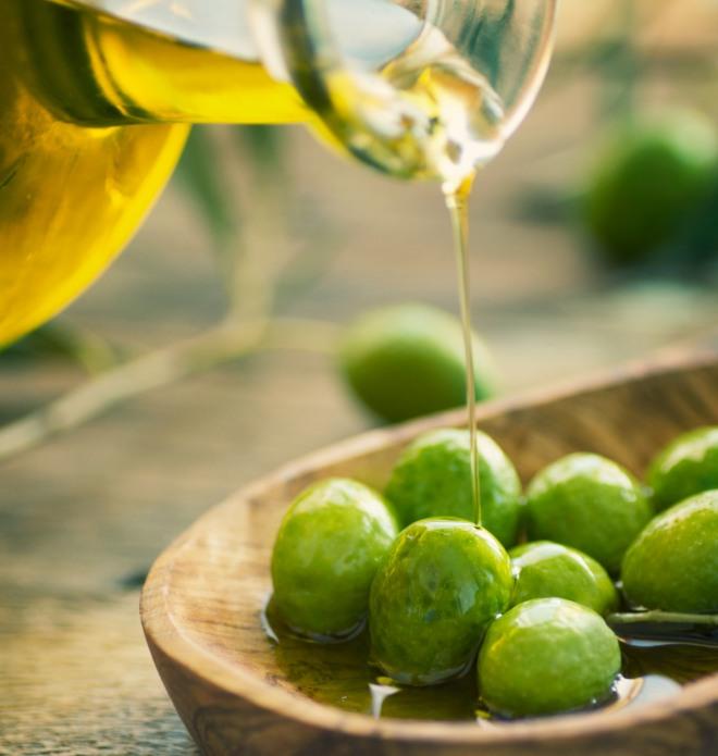 come-usare-olio-extravergine-oliva-sulla-pelle-idratare-pulizia-viso