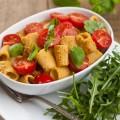 primi-piatti-economici-veloci-sughi-risparmiare-tortiglioni-rigatoni-peperoni-pomodoro