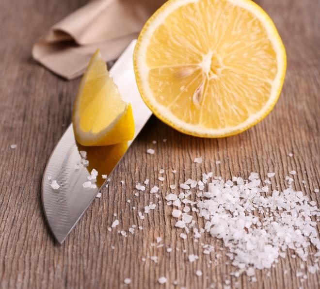 Come pulire taglieri e cucchiai di legno in cucina | Risparmiare di ...
