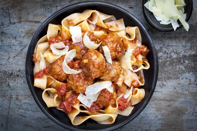 pasta-pasticciata-al-forno-con-polpette-cucina-degli-avanzi