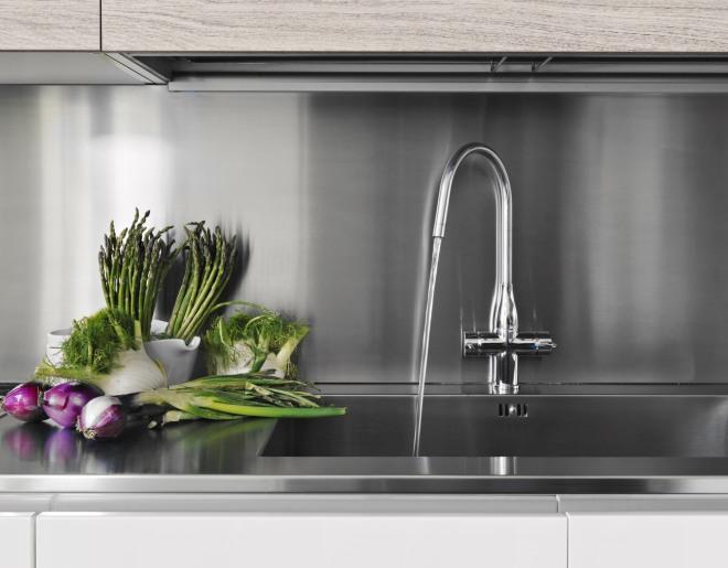 Come pulire e sgorgare gli scarichi in modo ecologico - Odore di fogna in bagno quando piove ...