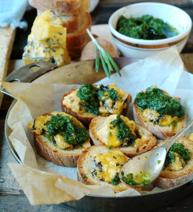 ricette-economiche-invernali-bruschette-cavolo-nero-gorgonzola