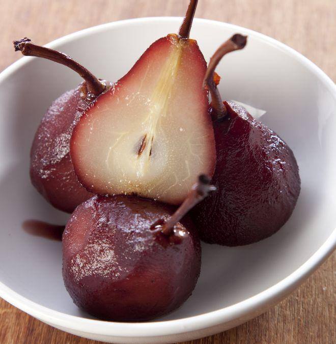 ricette-economiche-invernali-dolce-pere-cotte-al-vino-rosso-cannella-risparmiare