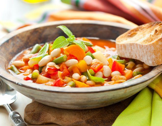 ricette-economiche-invernali-zuppa-minestra-fagioli-cannellini-pomodoro