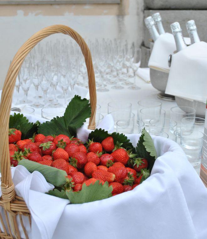 buffet-di-matrimonio-fatto-in-casa-fragole-frutta