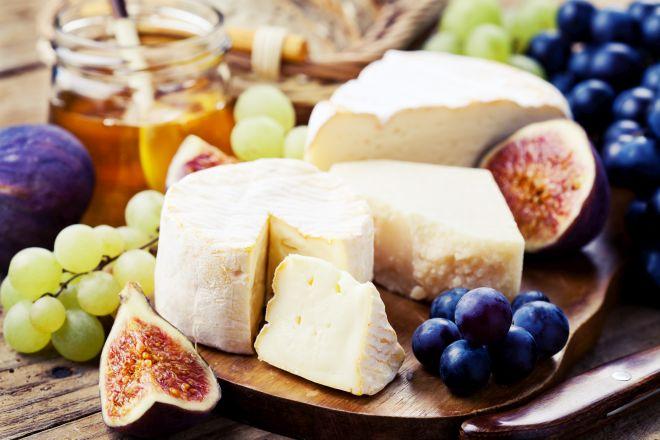 buffet-di-matrimonio-fatto-in-casa-salumi-formaggi-uva