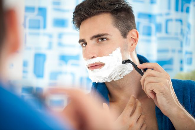 prodotti-dopobarba-fai-da-te-per-uomini-barba-rasatura