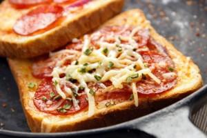 fare-la-pizza-con-pane-dei-toast-cassetta-tramezzino-risparmiare
