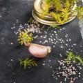 come-eliminare-odore-di-aglio-da-mani-alito