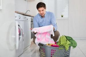 Macchie di muffa sui tessuti: come eliminarle e risparmiare