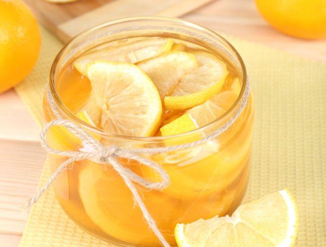 candeggina-fai-da-te-con-limone-acqua-ossigenata-pulizie