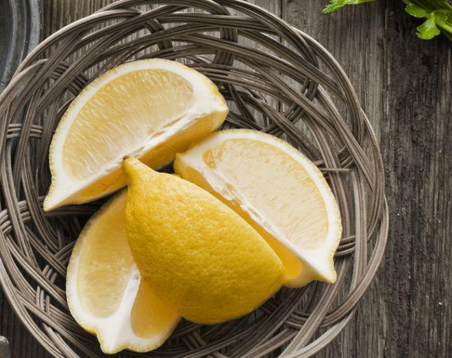 pulire-con-il-limone