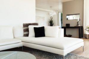 Come pulire i divani in pelle con metodi naturali