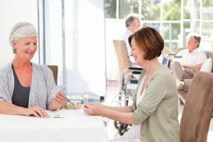 Badante di condominio: come funziona il rapporto di lavoro
