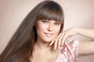 Come coprire i capelli bianchi con metodi naturali