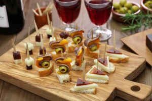 Come organizzare un aperitivo a casa risparmiando